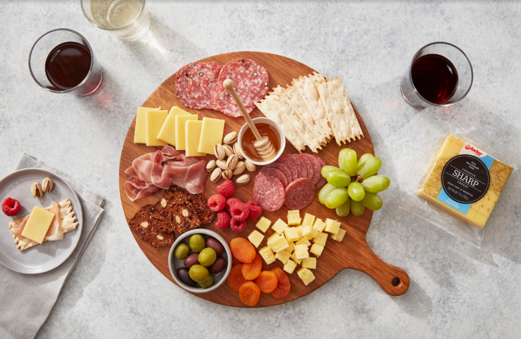 Complement the cheeses with the right fillers.