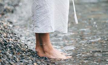 How to Use a Pumice Stone for Softer, Smoother Feet