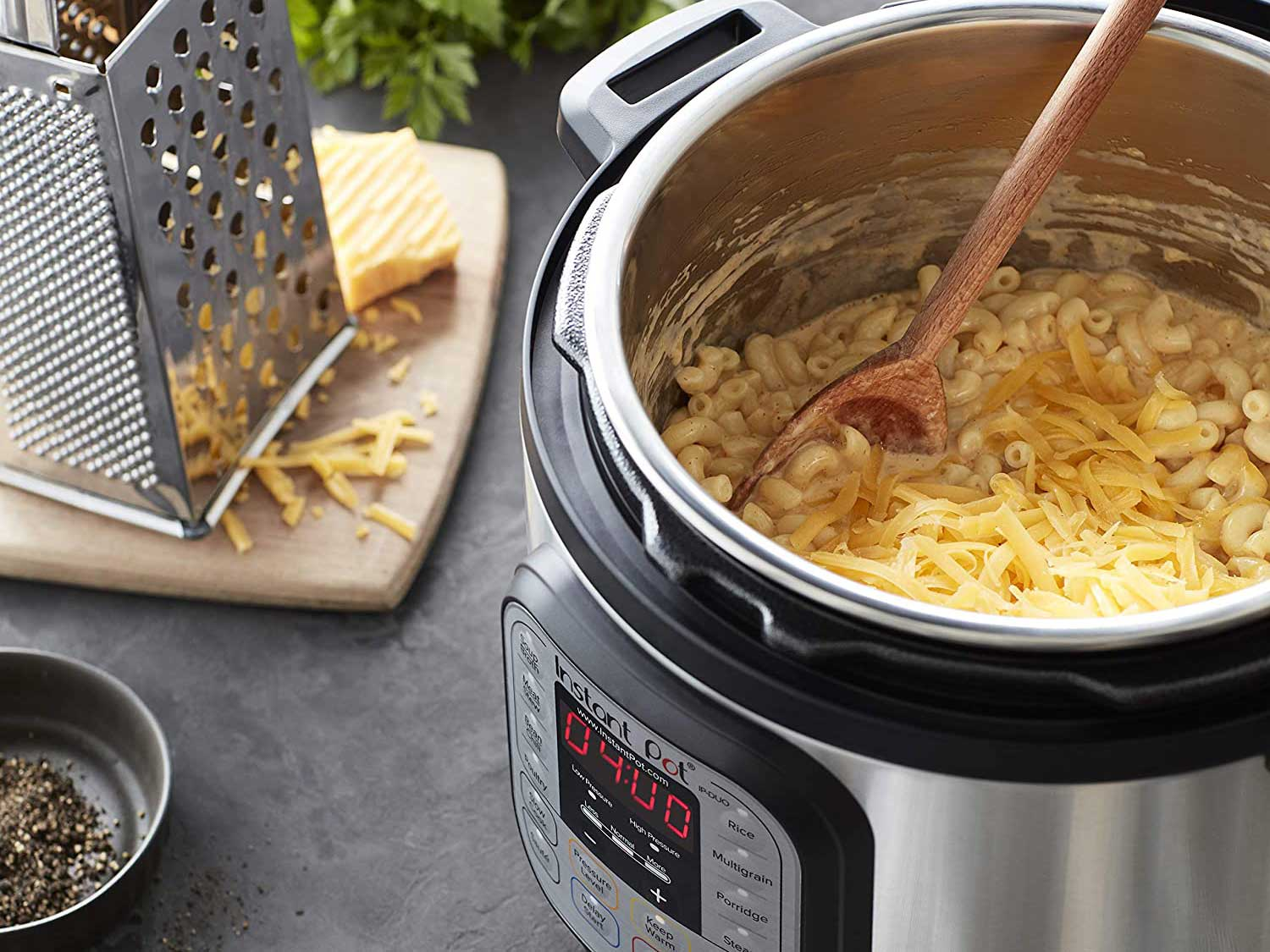 Instant pot cooking mac and cheese.