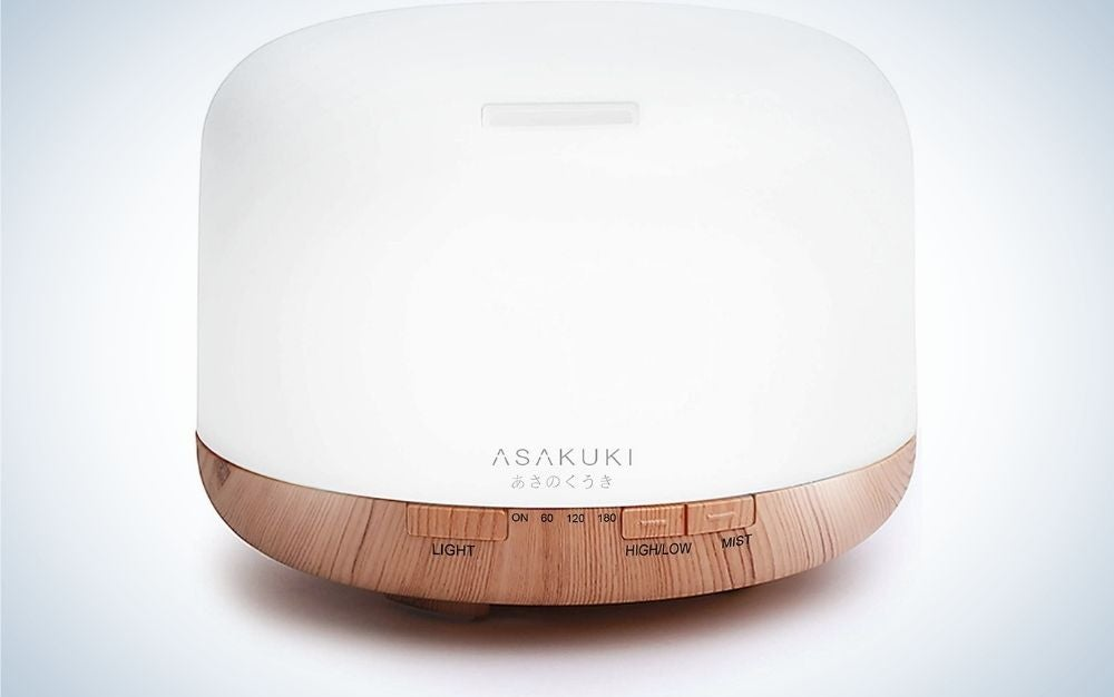 ASAKUKI White cylindrical Diffuser container with wood base from front.