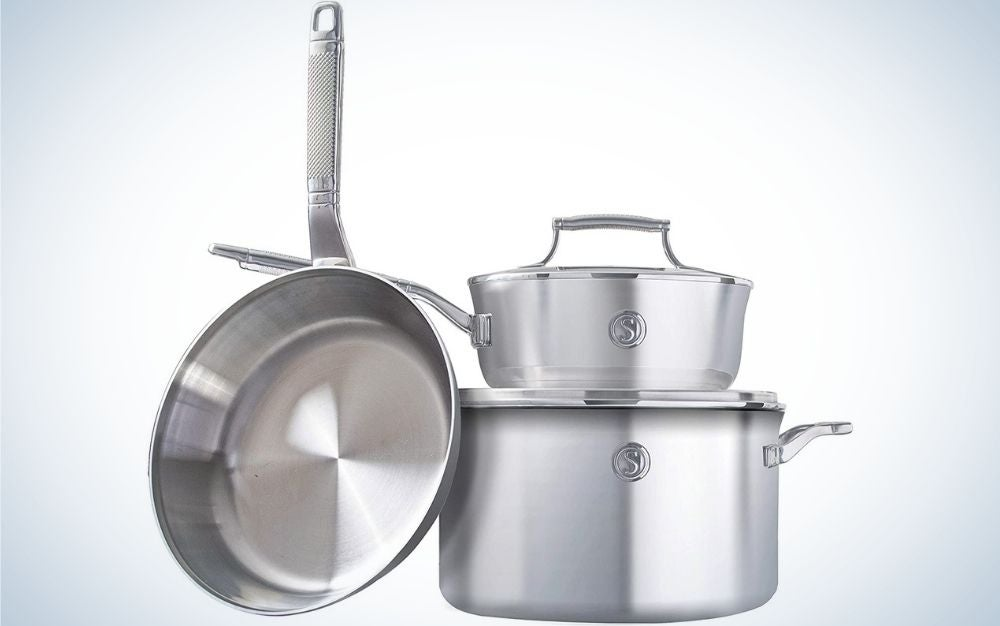 Cookware aluminum color set with three essential pots and pans, two interchangeable lids, induction-ready with Voyage Series logo into them.